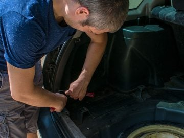 How to Change the Gas Lifts on Your Car